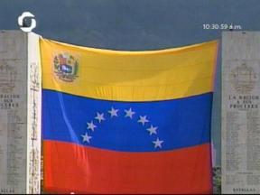 Bandera de Chávez. Está feliz el hombre, le están haciendo la mega jalada.