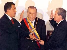 Chavez jura ante la moribunda Constitución